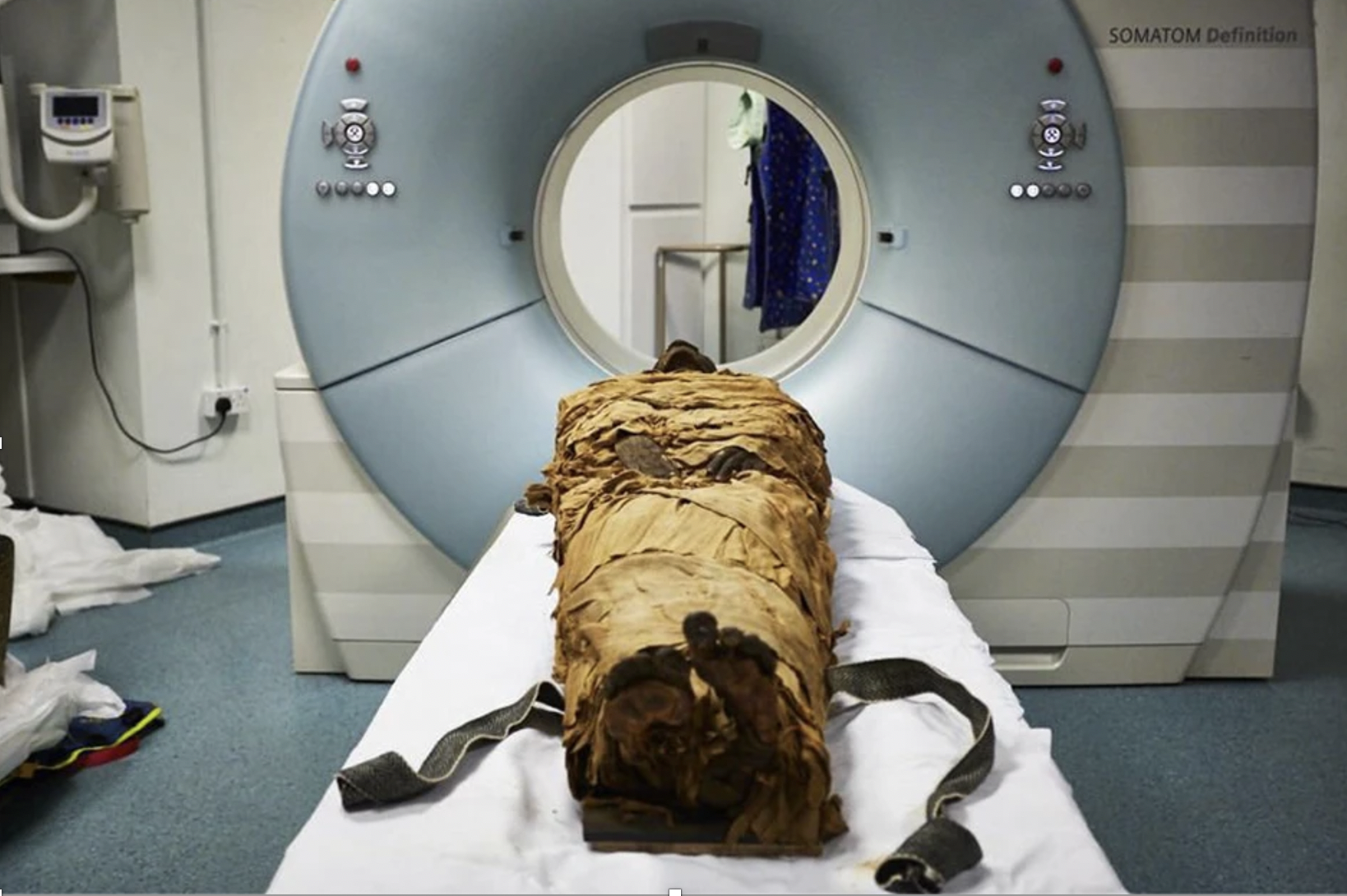 Credit: The mummified body of Nesyamun laid on the couch to be CT scanned at Leeds General Infirmary. © Leeds Teaching Hospitals/Leeds Museums and Galleries.