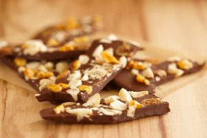 Macadamia, chocolate bark